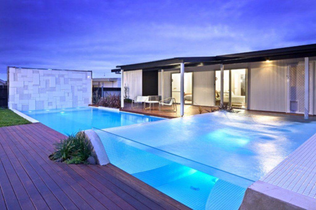 20 Amazing Backyard Pool Designs